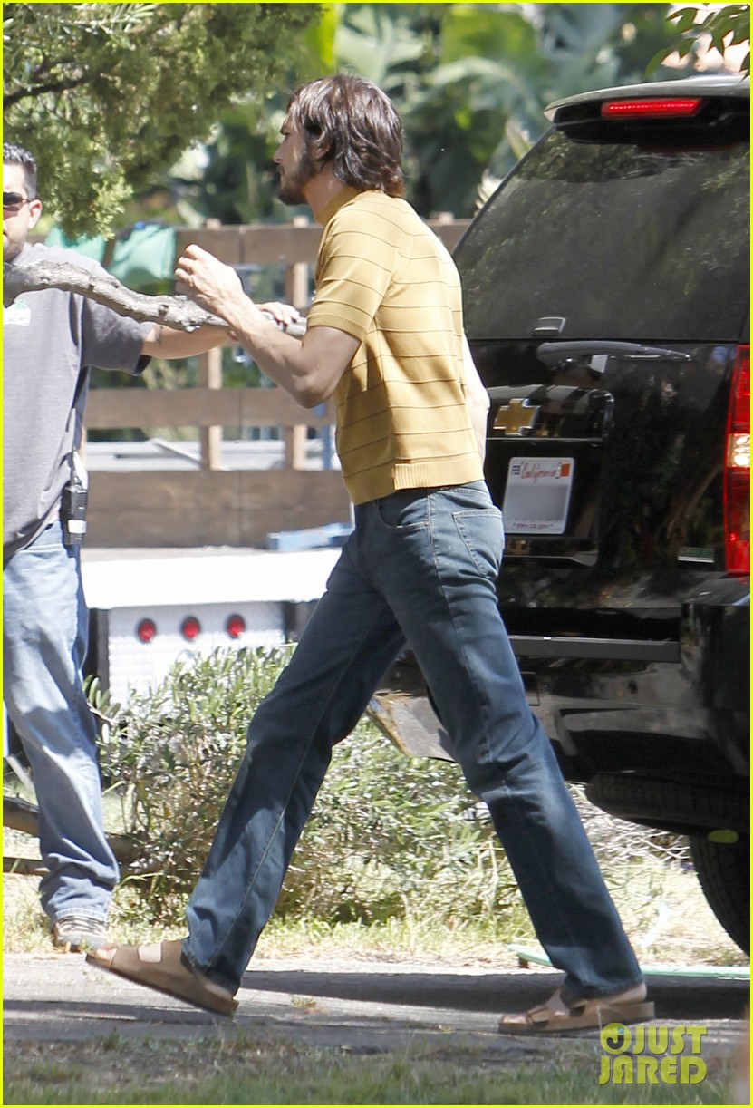 ashton kutcher stripes on jobs set 04