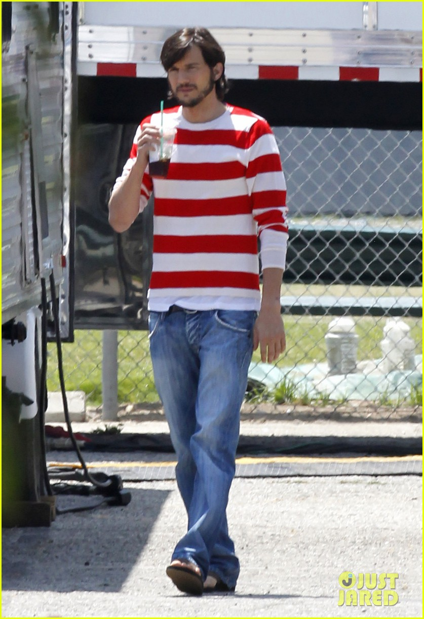 ashton kutcher stripes on jobs set 07