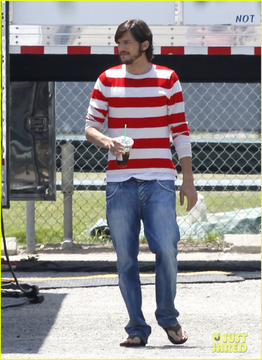 ashton kutcher stripes on jobs set 16