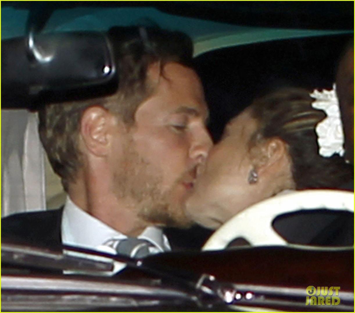 drew barrymore will kopelman wedding kiss 01