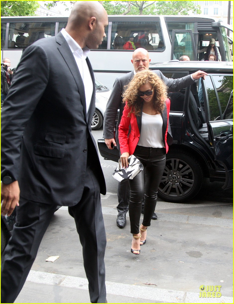beyonce jay z caviar couple paris 03