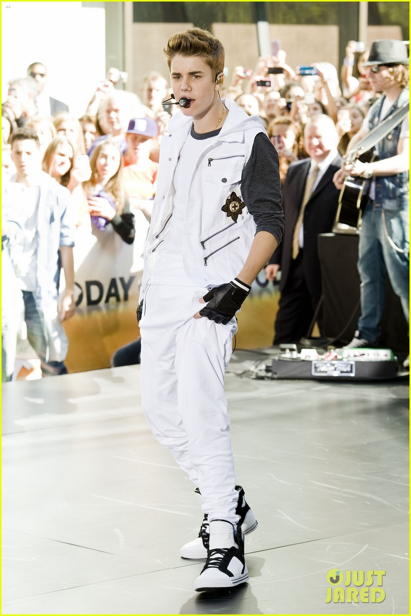 justin bieber today concert takeover in rockefeller plaza 02