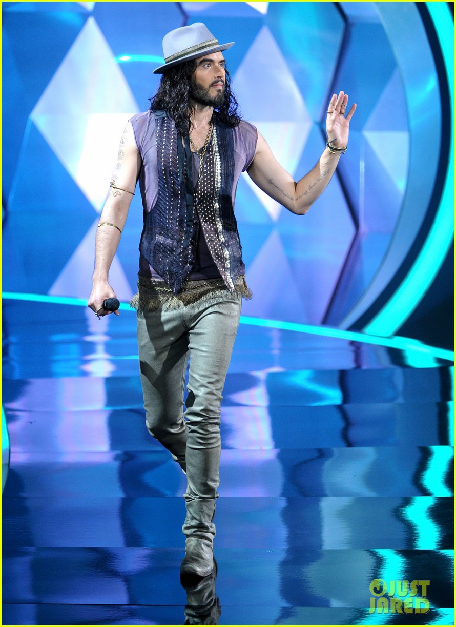 russell brand hosting mtv awards 02