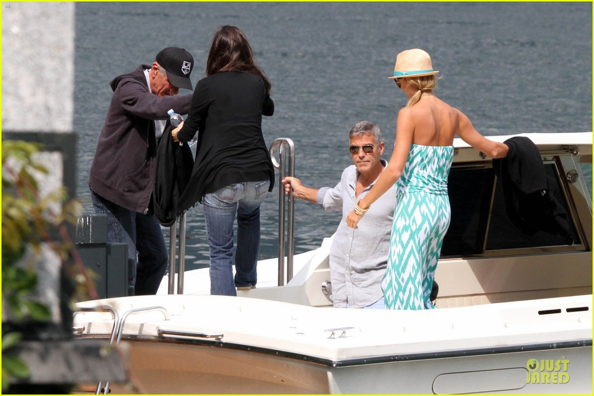 george clooney stacy keibler lake como cruise 02