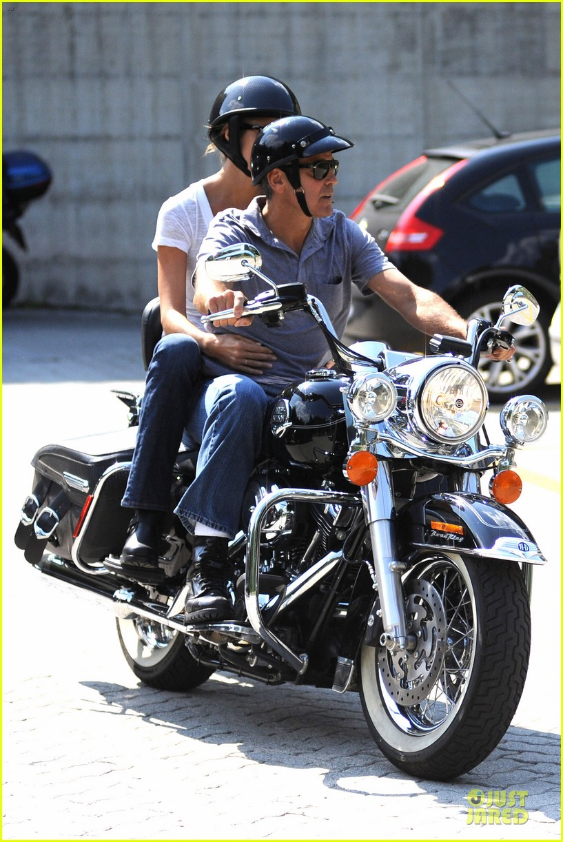 george clooney stacy keibler motorcycle lake como 04