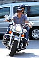 george clooney stacy keibler motorcycle lake como 02