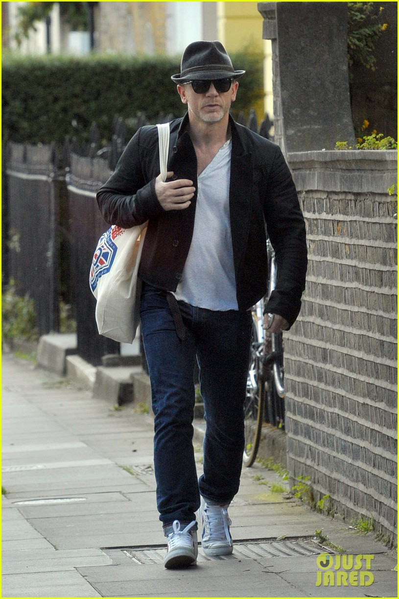 daniel craig shopping london 01