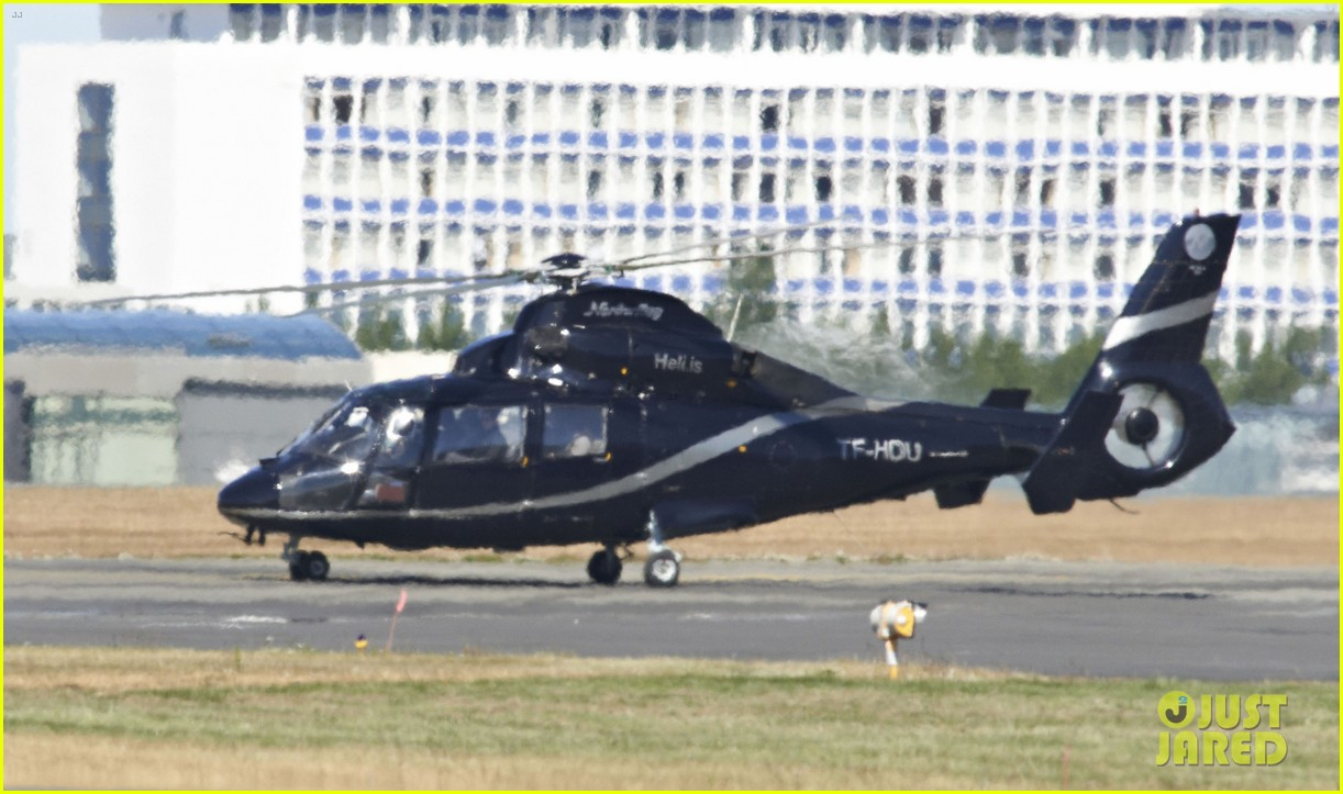 tom cruise post divorce announcement helicopter ride 10