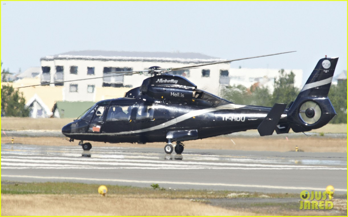 tom cruise post divorce announcement helicopter ride 13