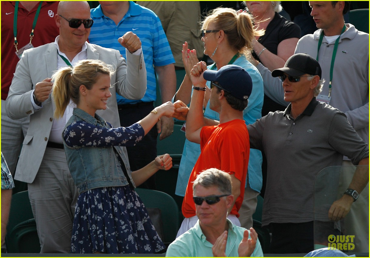 brooklyn decker andy roddick wimebldon 11