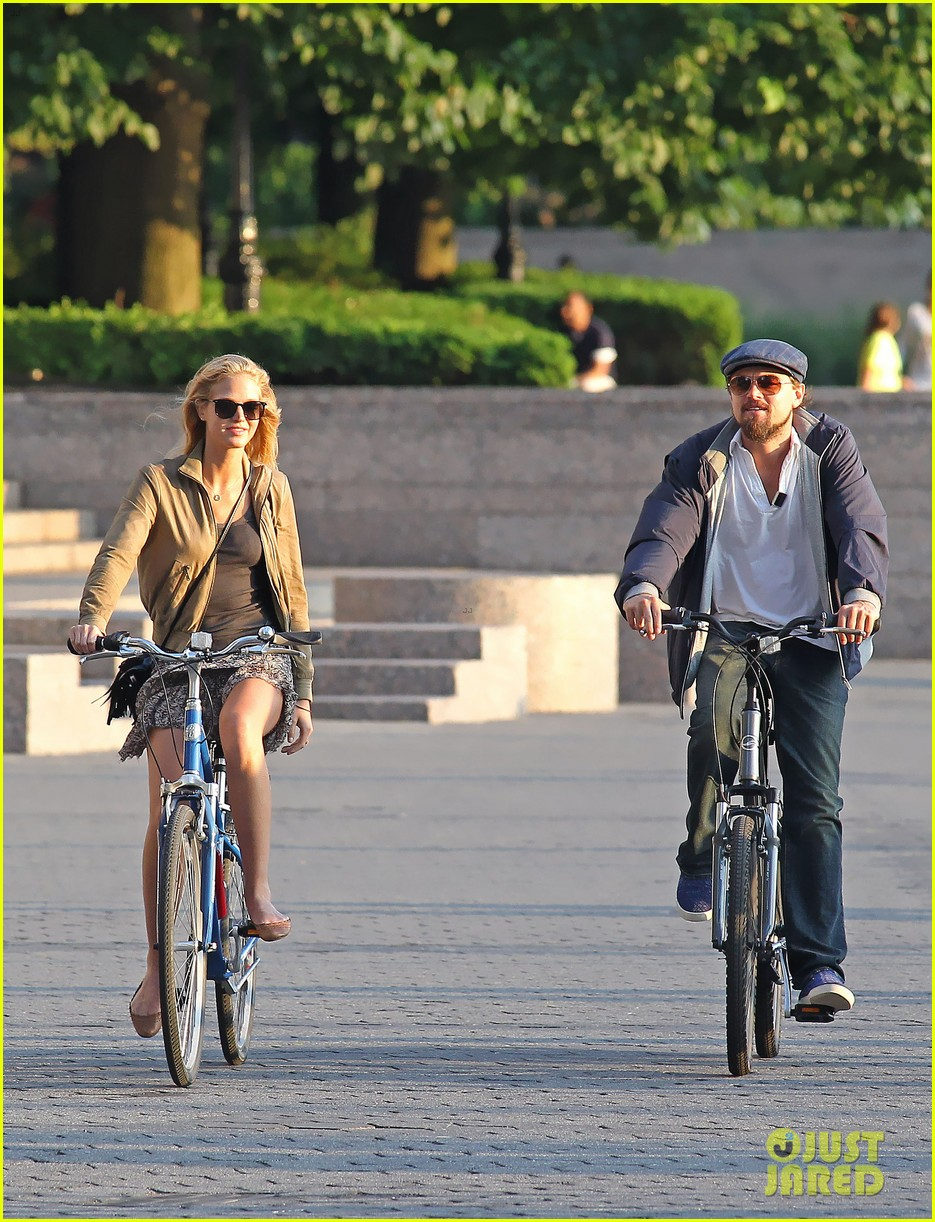 leonardo dicaprio erin heatherton biking twosome 112675289