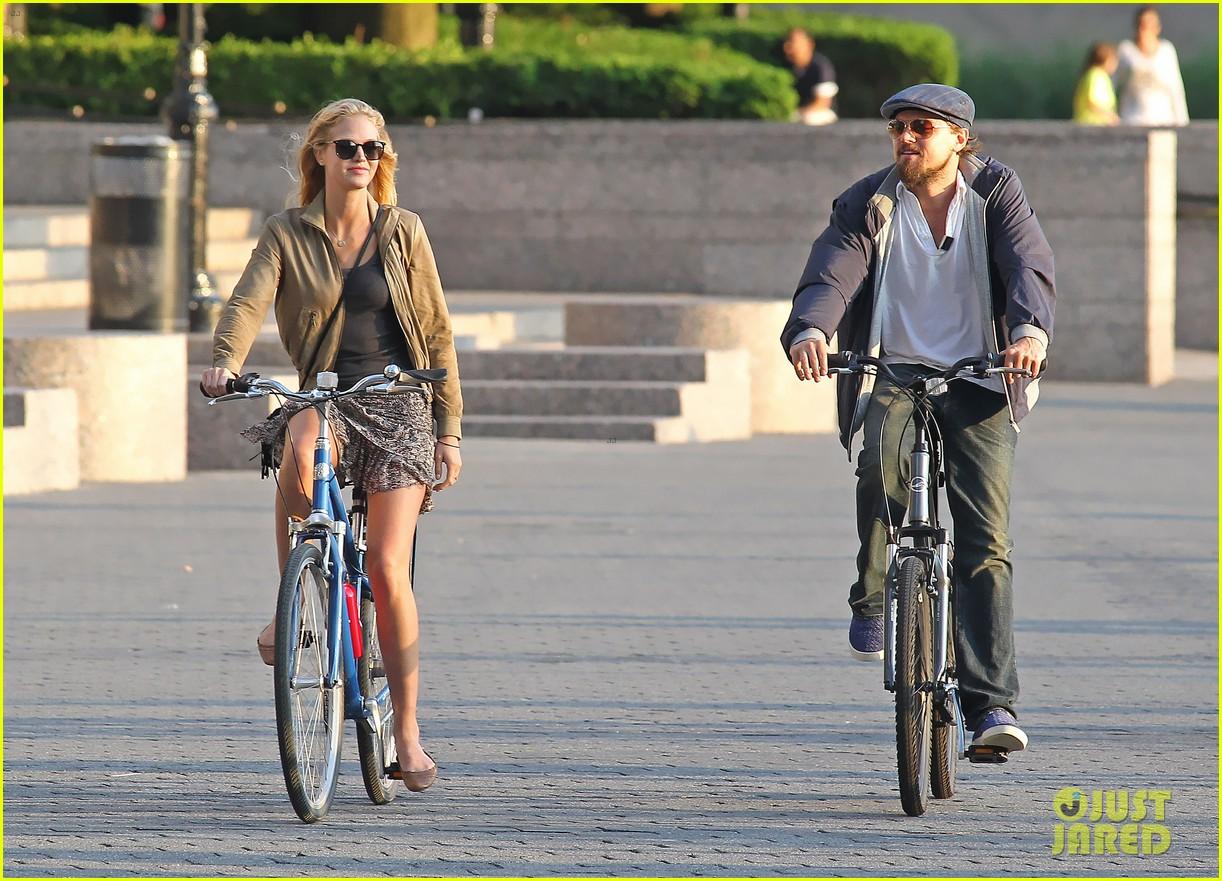 leonardo dicaprio erin heatherton biking twosome 122675290