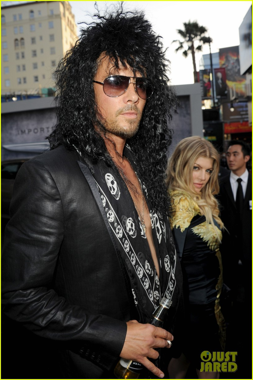 josh duhamel shirtless at rock of ages premiere with fergie 12