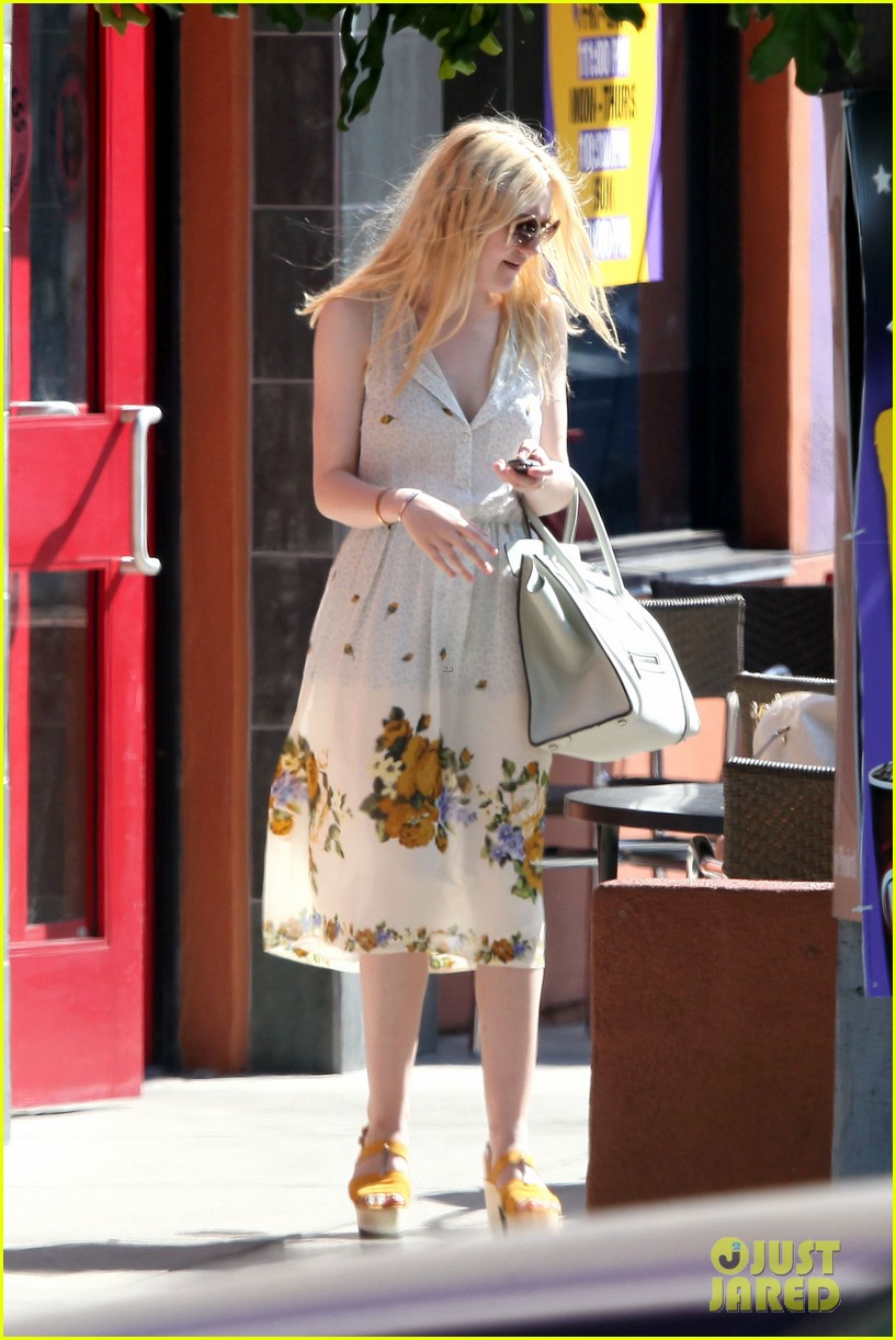elle fanning no unicorn 06