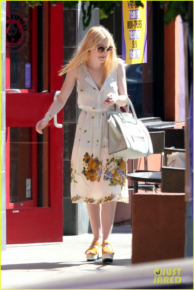 elle fanning no unicorn 07