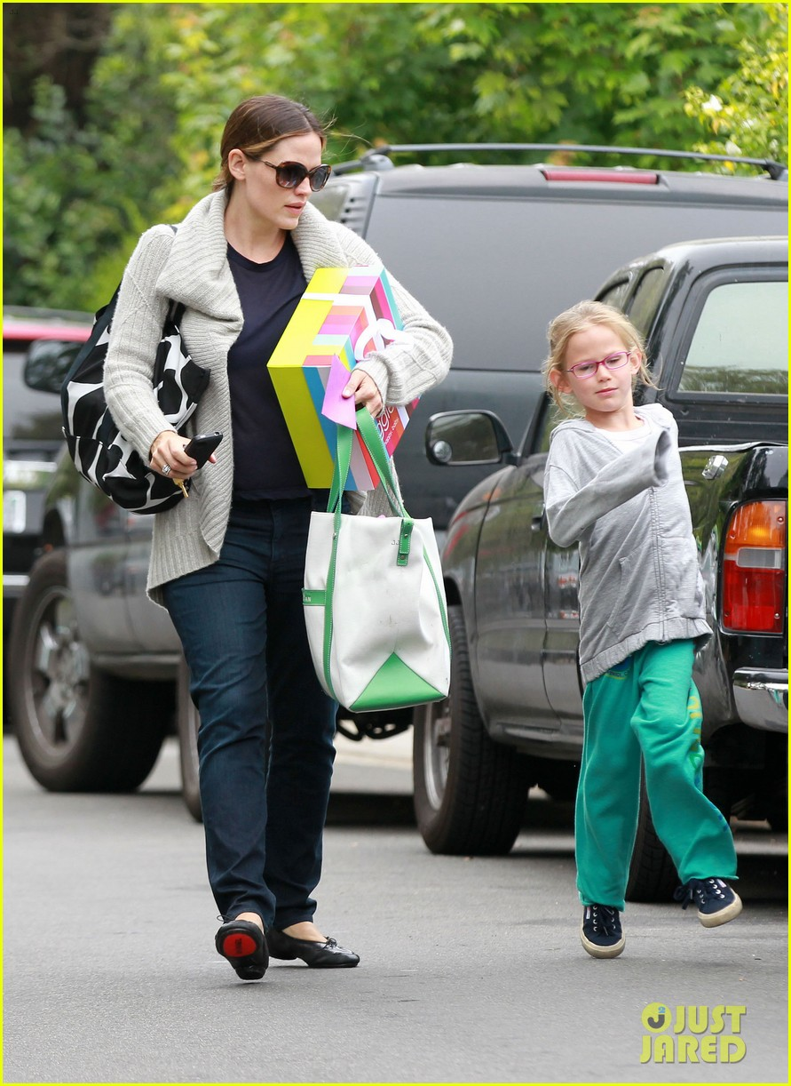 jennifer garner birthday party with violet 09