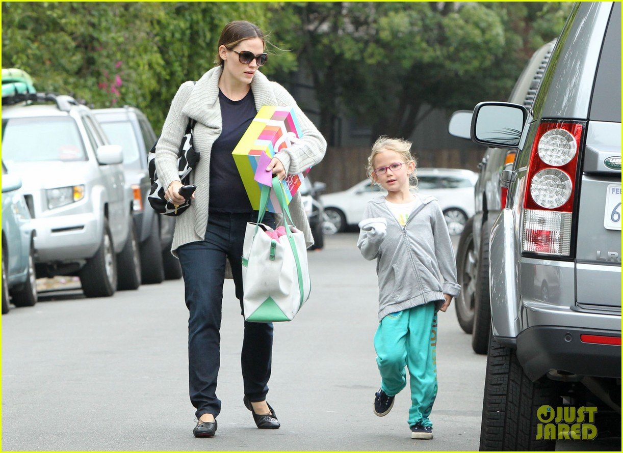 jennifer garner birthday party with violet 14