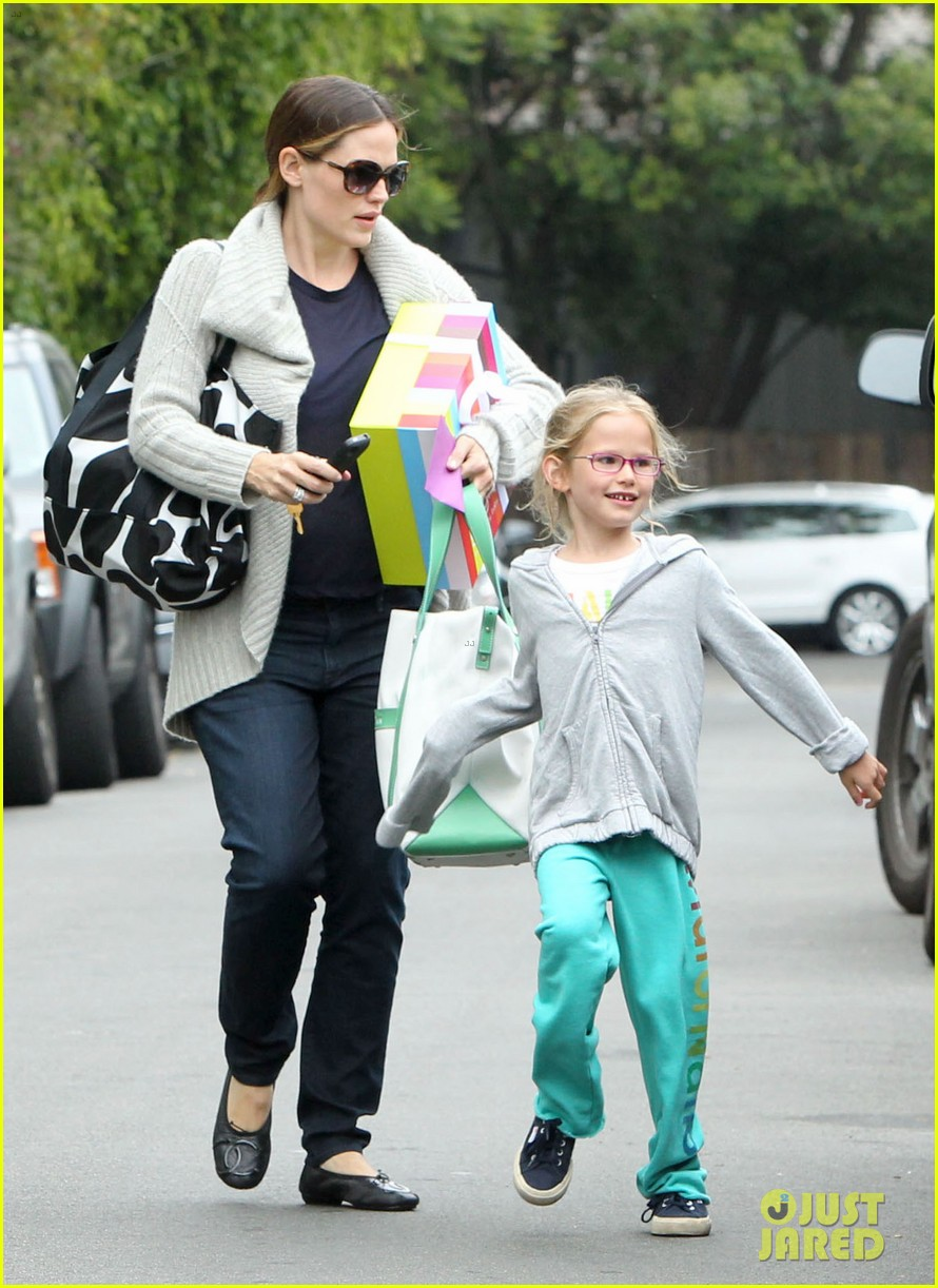 jennifer garner birthday party with violet 15