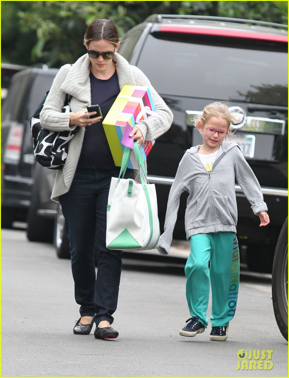 jennifer garner birthday party with violet 24