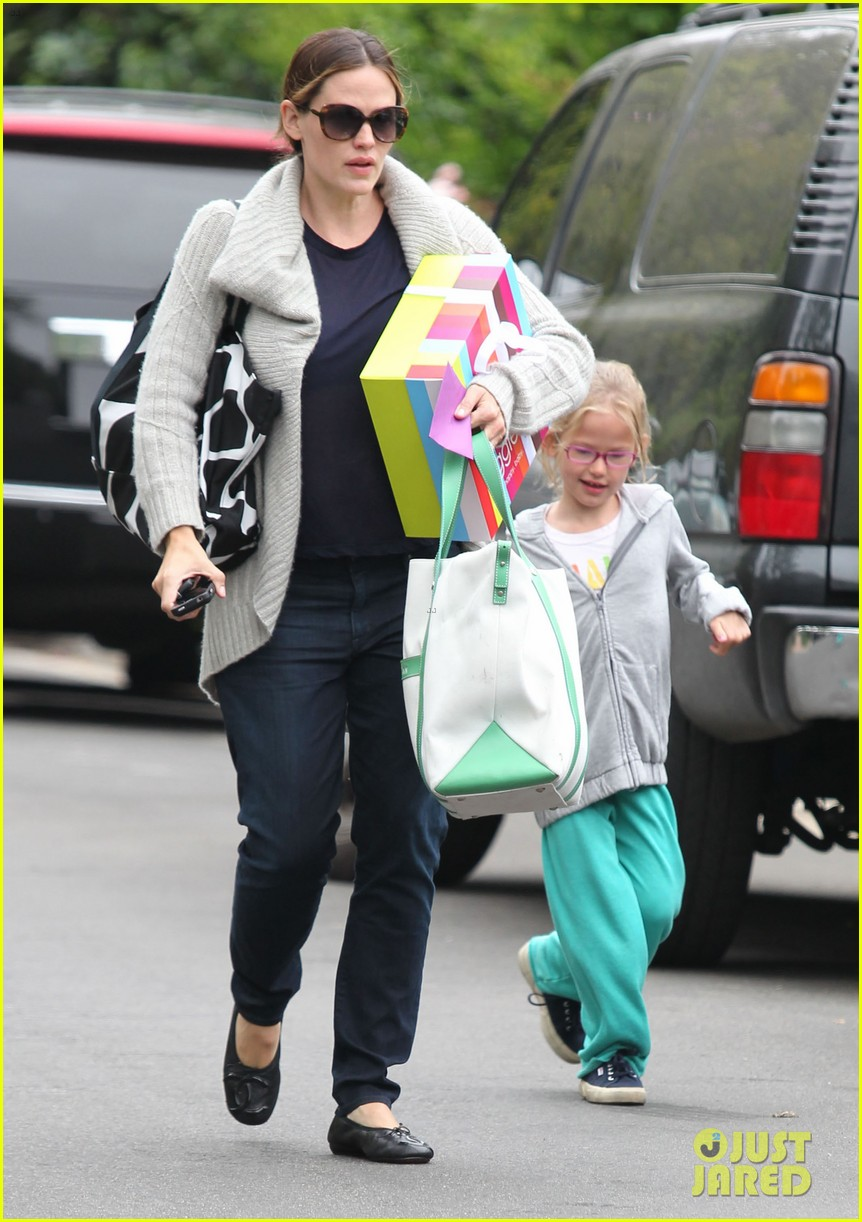 jennifer garner birthday party with violet 27
