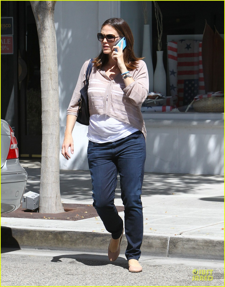 jennifer garner walks talks 03