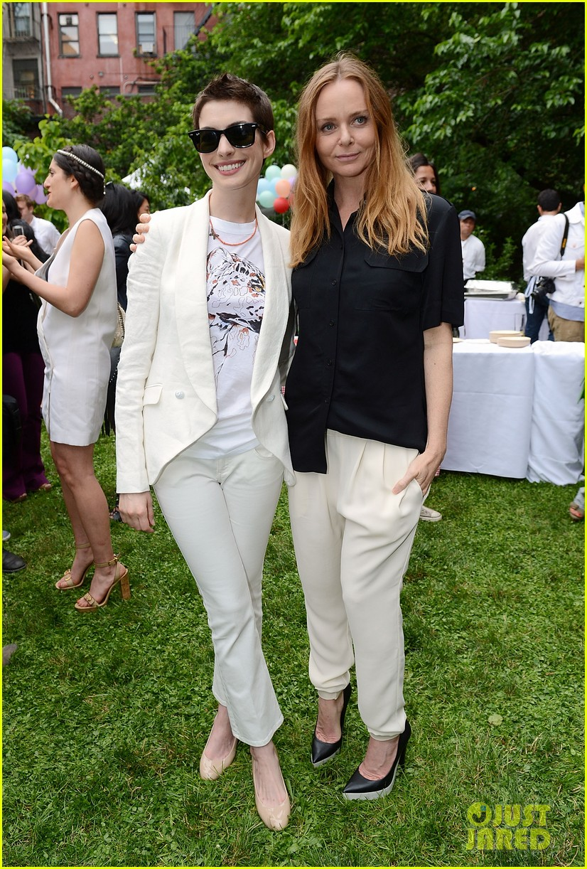 anne hathaway stella mccartney dinner with adam shulman 112673902