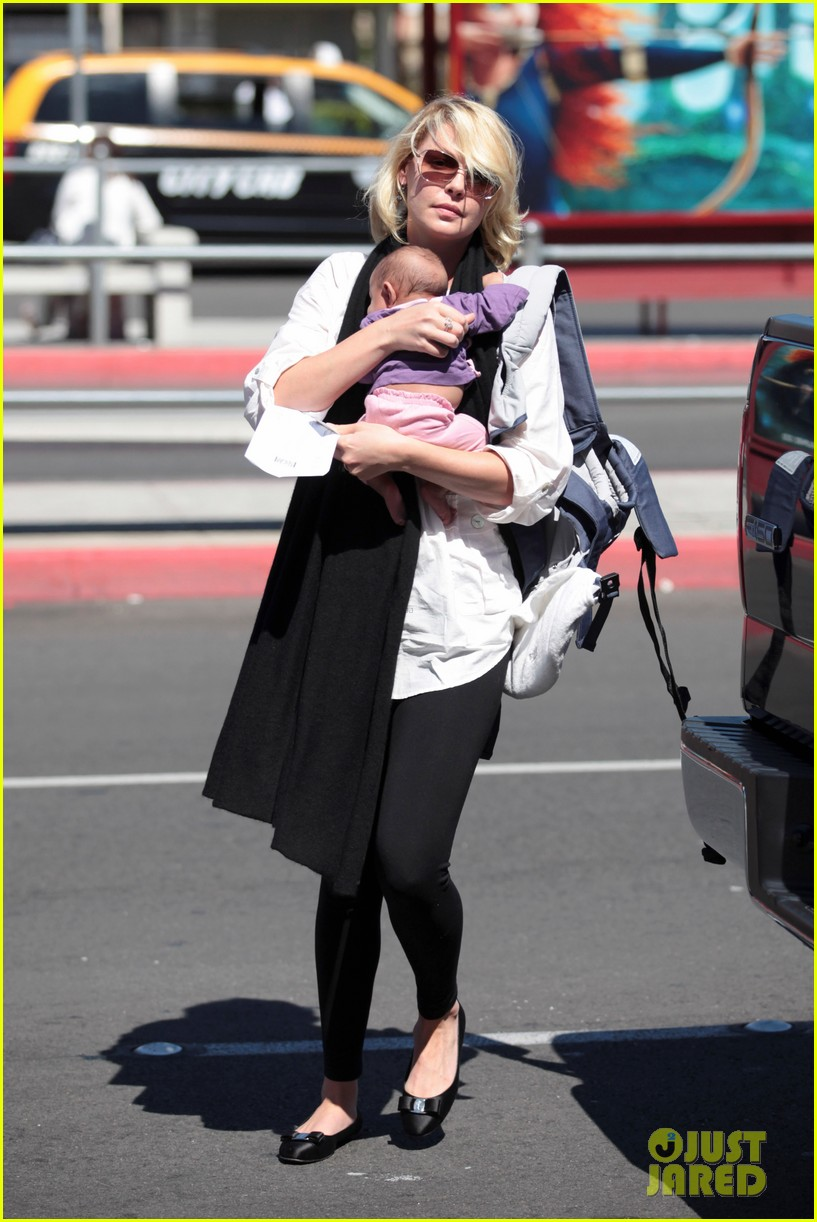 katherine heigl flying with adalaide 05