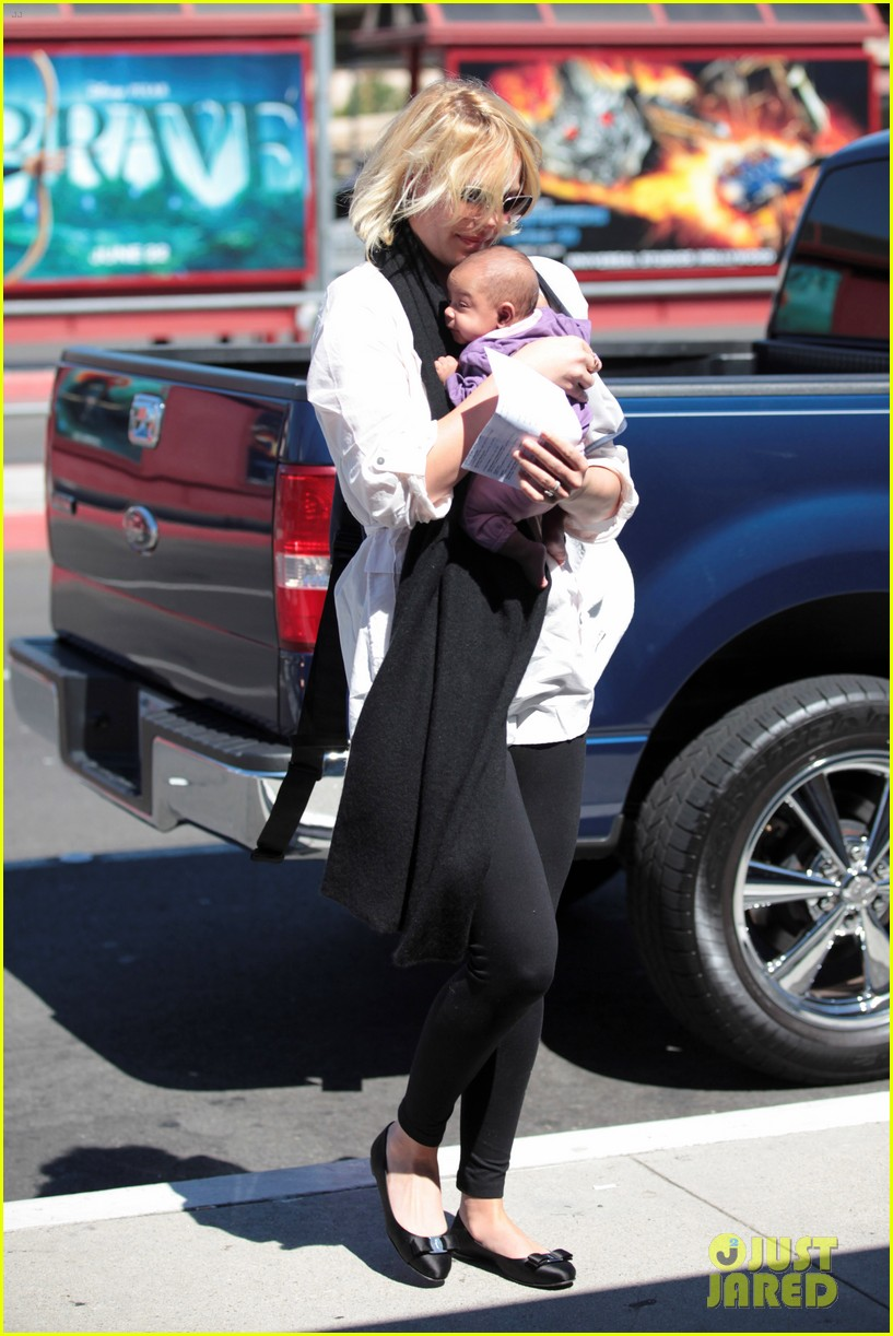 katherine heigl flying with adalaide 12