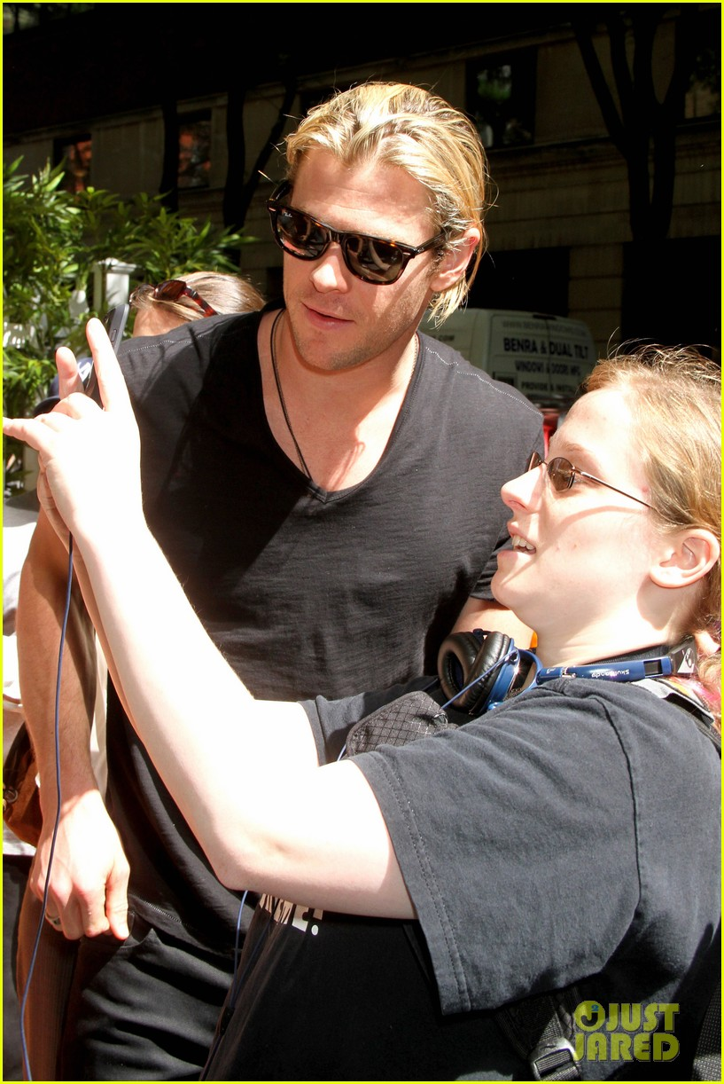 chris hemsworth live kelly visit 04