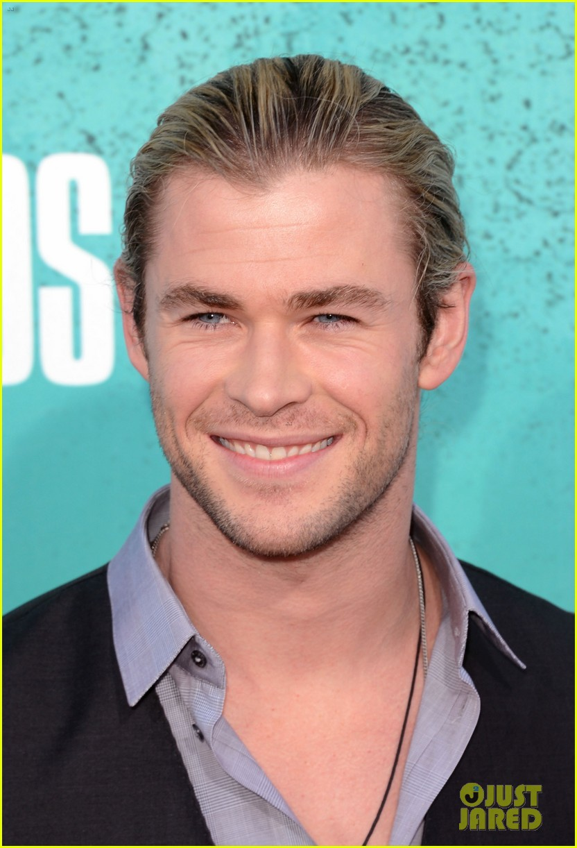 hemsworth mtv awards 01