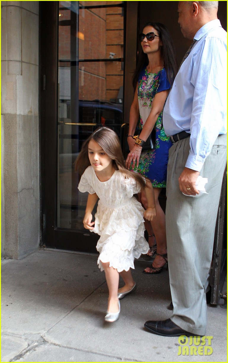 katie holmes suri girls night out 03