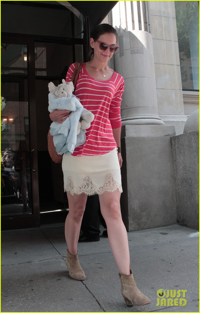 katie holmes suri early morning outing 022678127