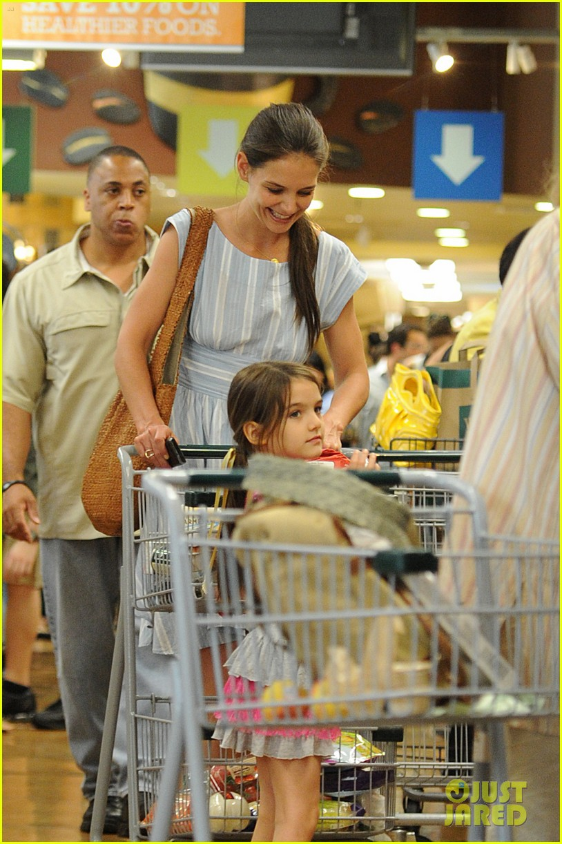 katie holmes suri whole foods shoppers 02