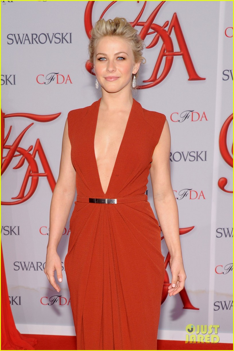 julianne hough busy philipps cfda fashion awards 2012 03