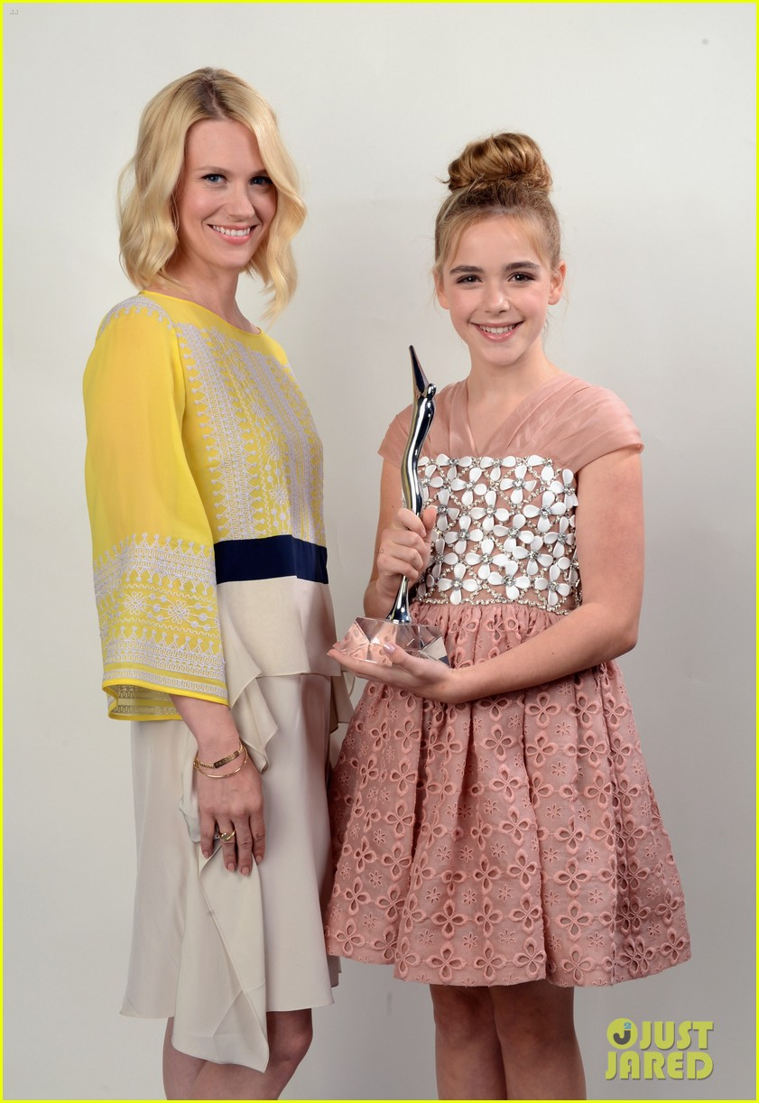 january jones young hollywood awards kiernan shipka 06