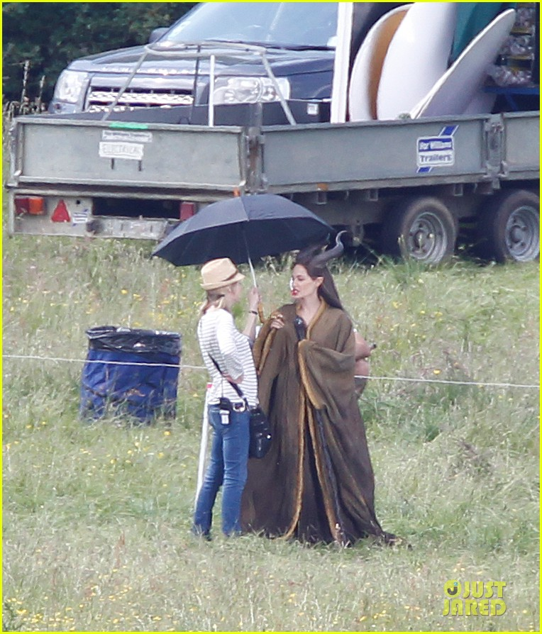 angelina jolie maleficent set england 02