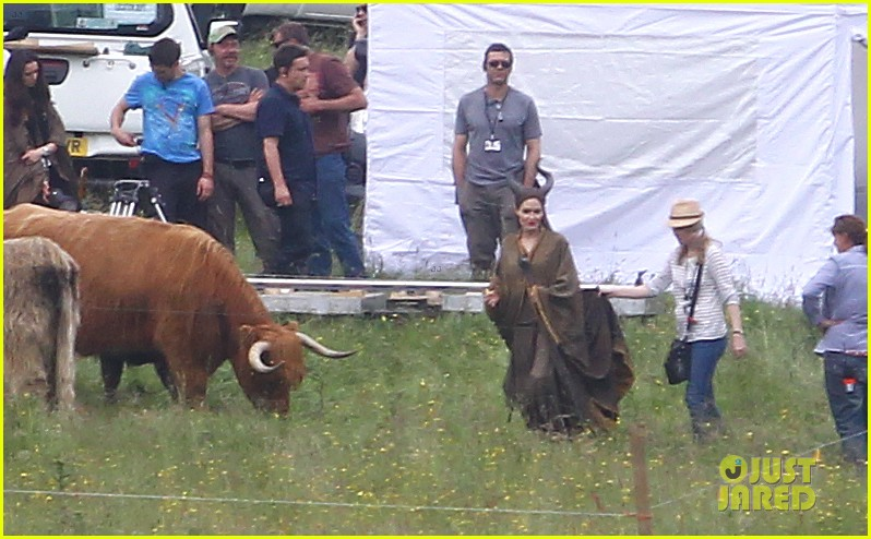 angelina jolie maleficent set england 04