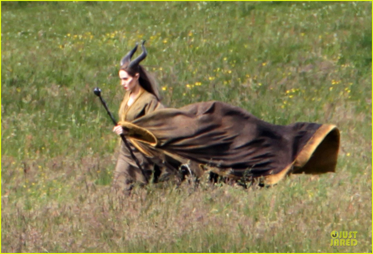 angelina jolie twins maleficent set 01