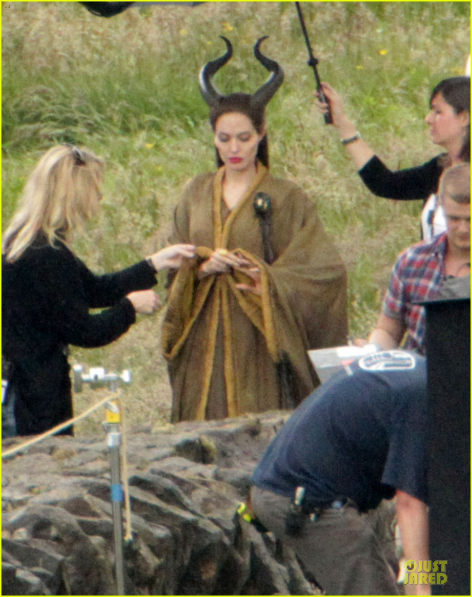 angelina jolie twins maleficent set 09
