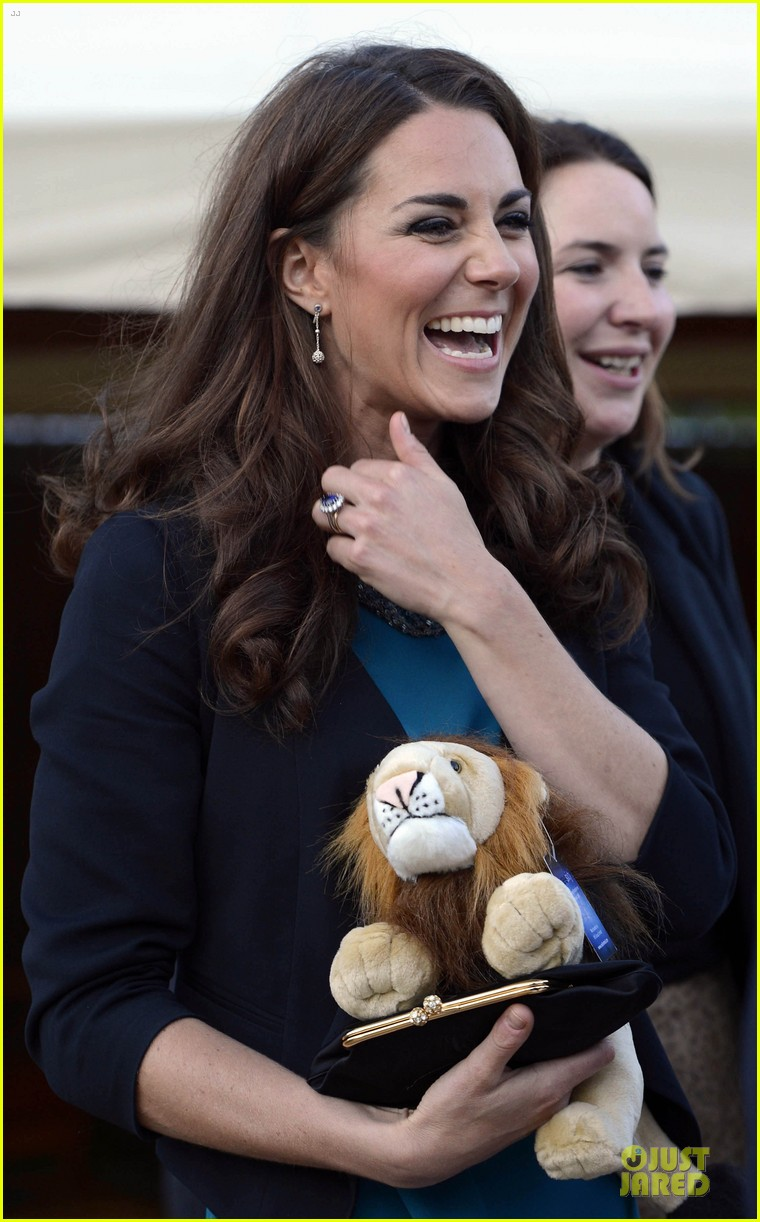 kate middleton lion witch wardrobe 01