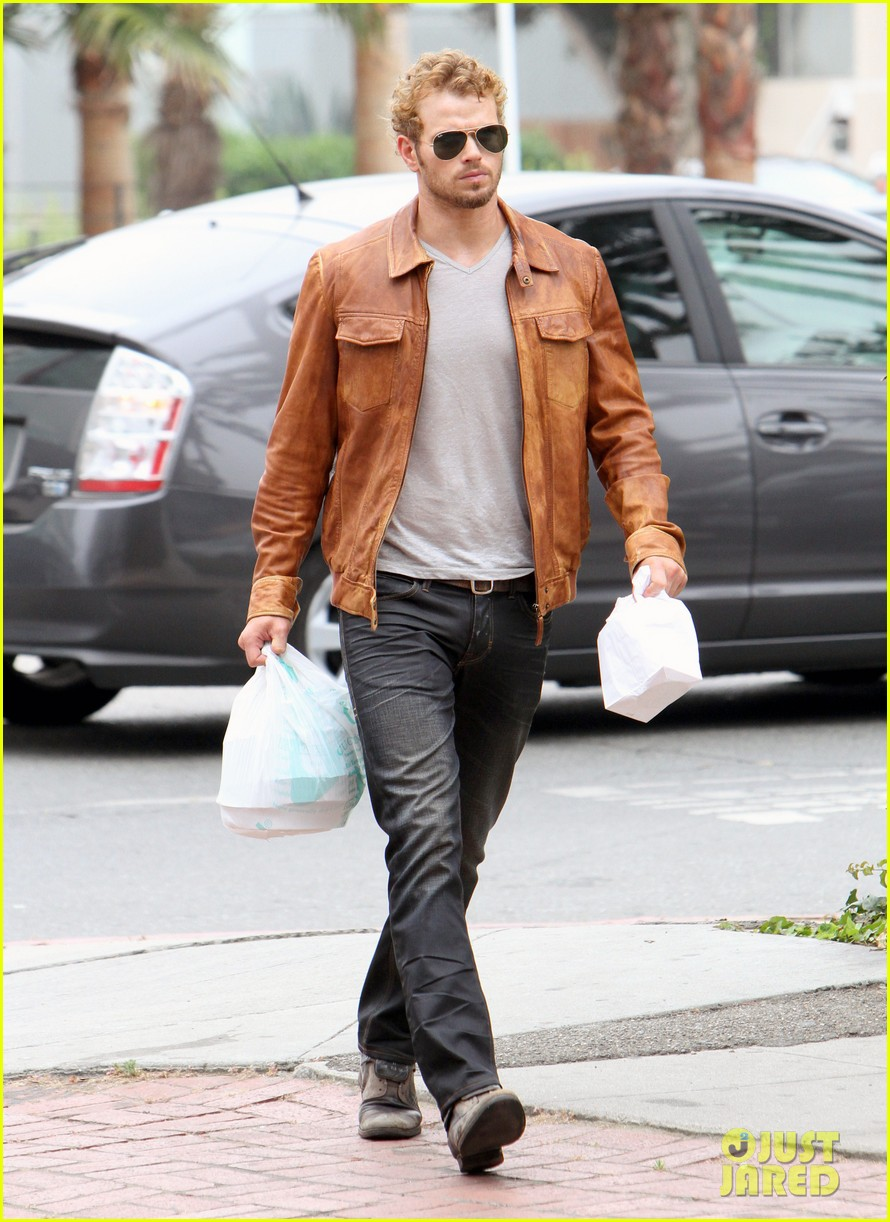 kellan lutz frustrated lunch bags 022680800