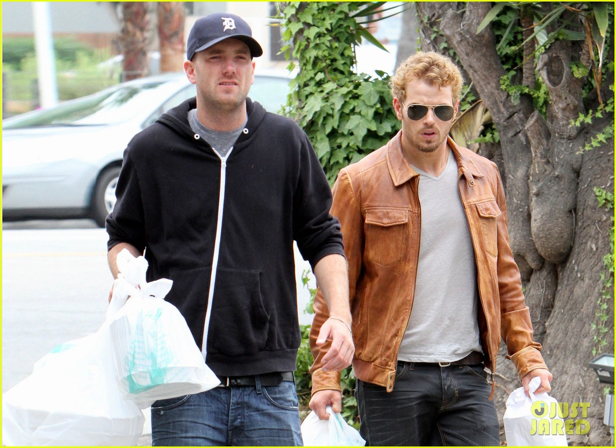 kellan lutz frustrated lunch bags 162680814