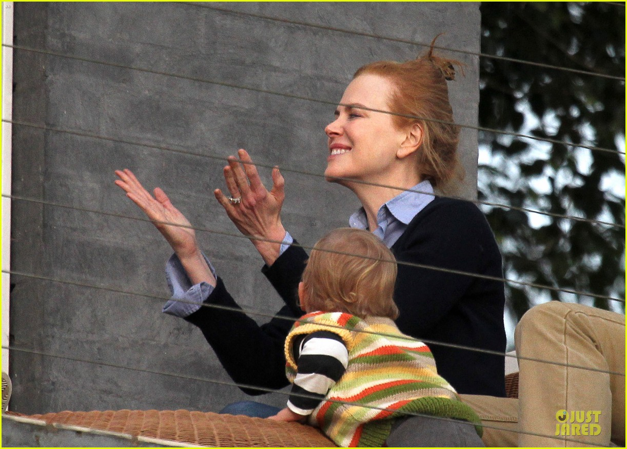 nicole kidman sunday birthday kisses 03