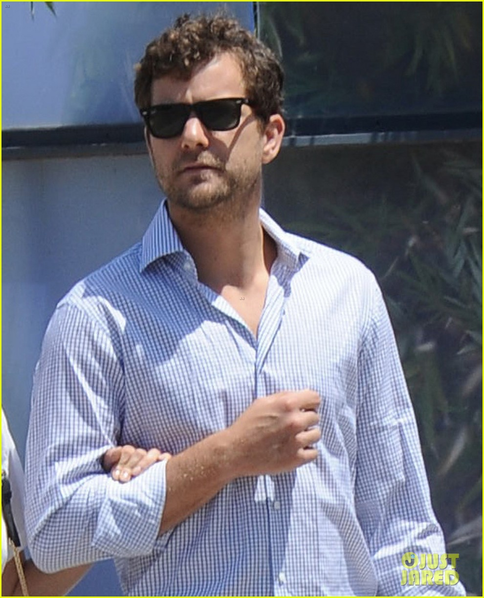 diane kruger joshua jackson shopping kings game 07