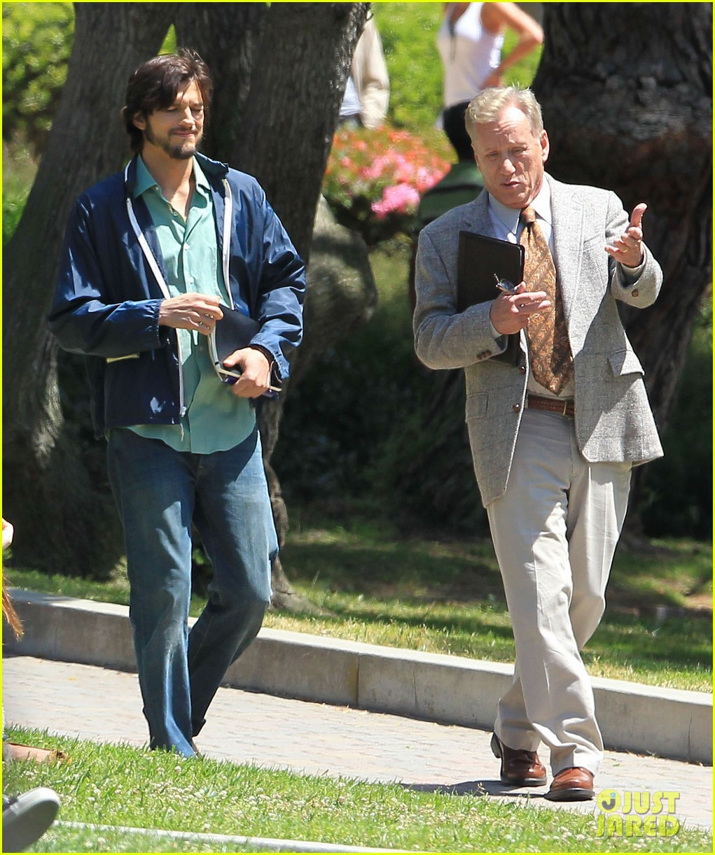 ashton kutcher jobs outside 03