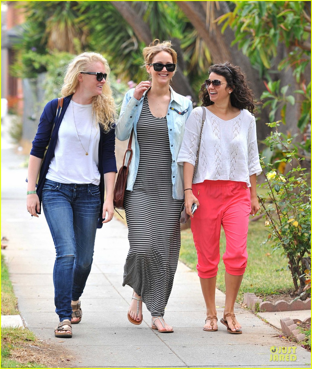 jennifer lawrence santa monica pals 07