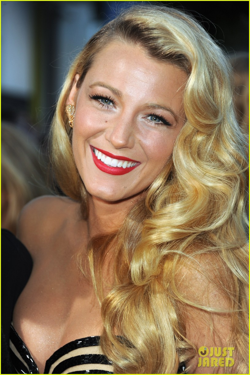 blake lively savages premiere 09
