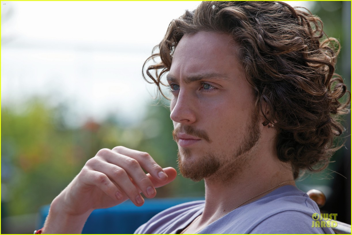 blake lively taylor kitsch aaron johnson savages stills 06