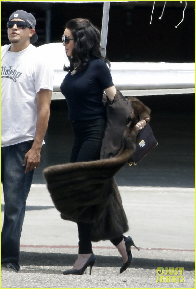 lindsay lohan fur on airplane 052677450