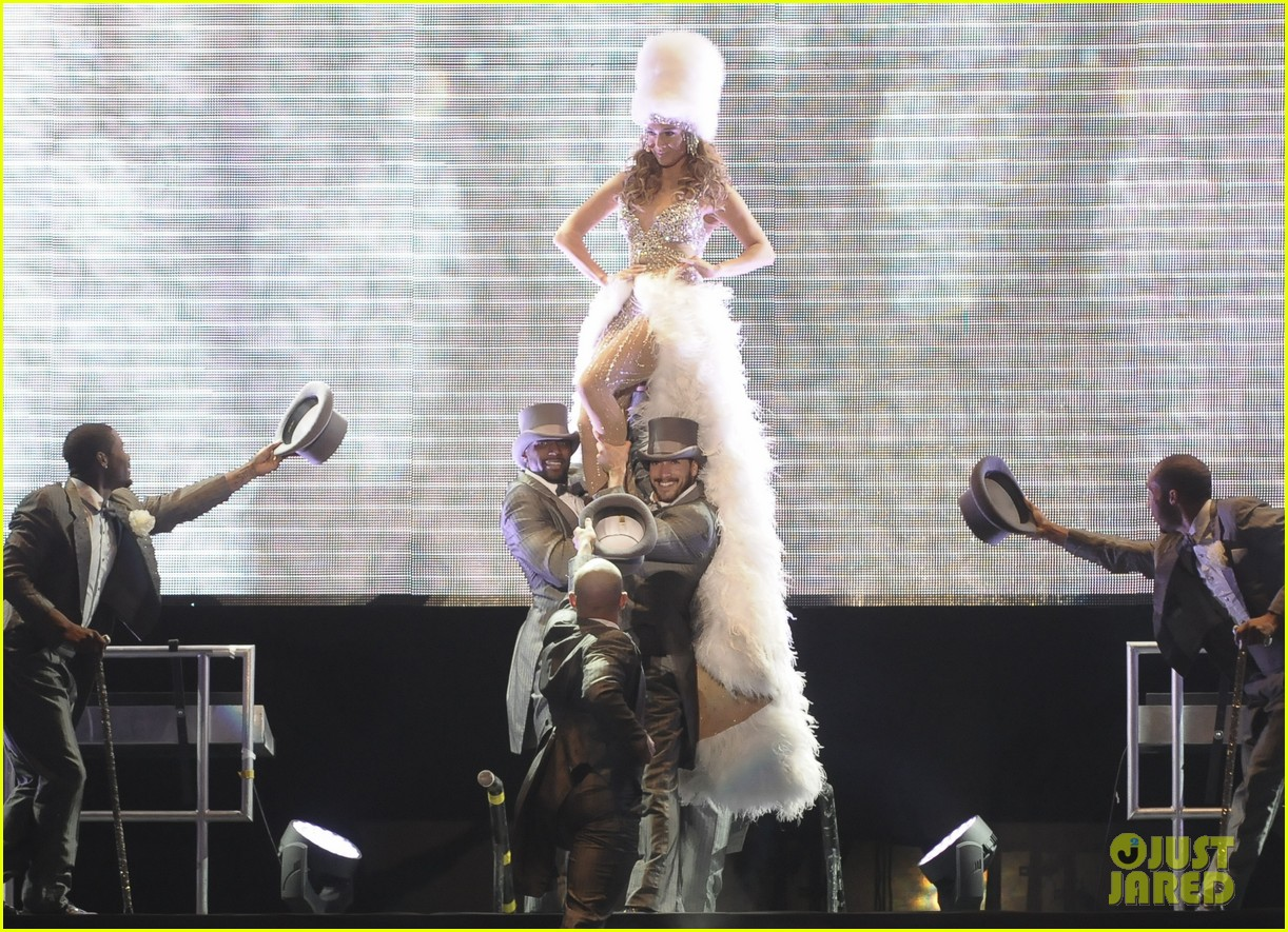 jennifer lopez pop music festival 11